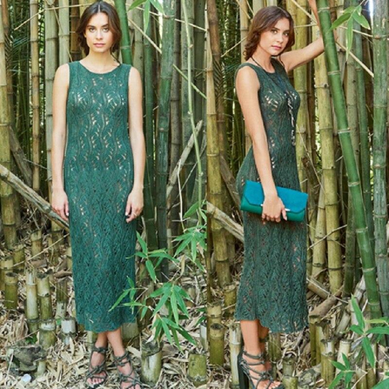 Длинное платье с ажурным волнообразным узором спицами