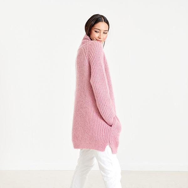 Удлиненный свитер спицами с рукавом реглан полупатентным узором