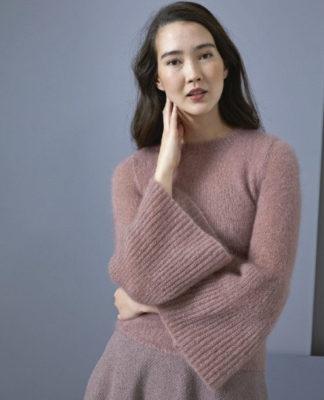 Нежный пуловер спицами с расклешенными рукавами схема вязания спицами с подробным описанием для женщин бесплатно