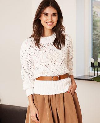 Нежный ажурный свитер спицами крупной вязки схема вязания с подробным описанием