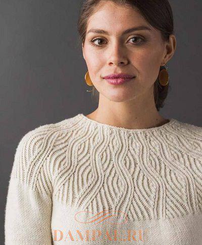"""Белый пуловер спицами на круглой кокетке """"Undulating Lines"""""""