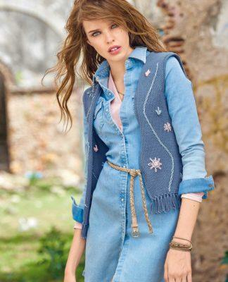 Вязаный жилет спицами с бахромой и вышивкой схема вязания с подробным описанием