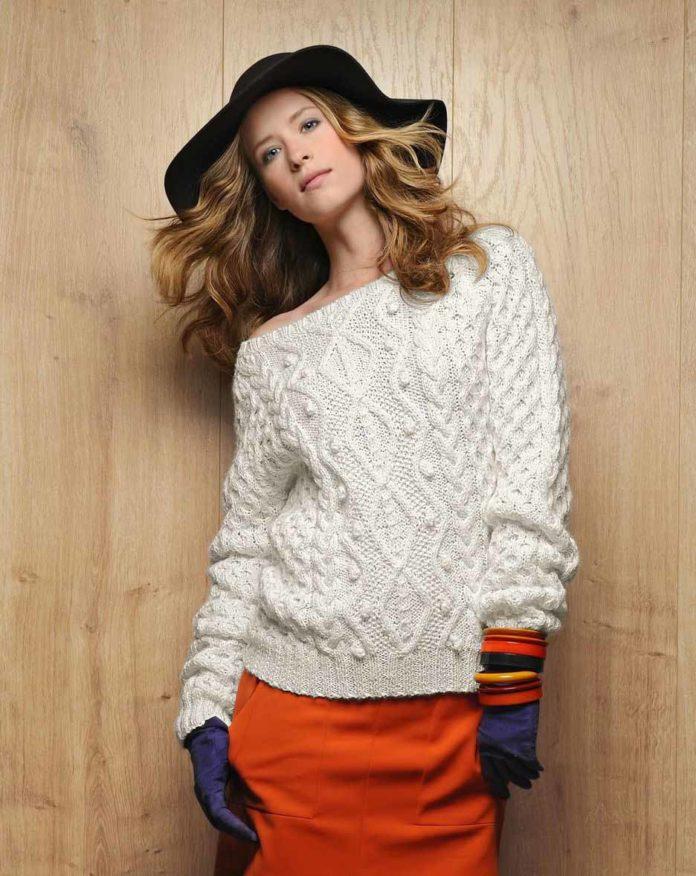 Белый пуловер спицами с вырезом Лодочка