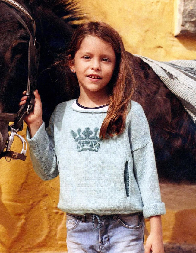 Детский пуловер спицами с прорезными карманами