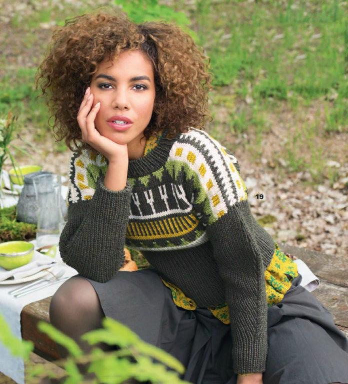 Пуловер спицами с ярким жаккардовым узором схема вязания спицами с подробным описанием