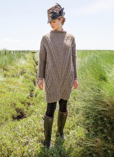 Платье спицами О-силуэта из крупных кос схема вязания спицами с подробным описанием для женщин бесплатно