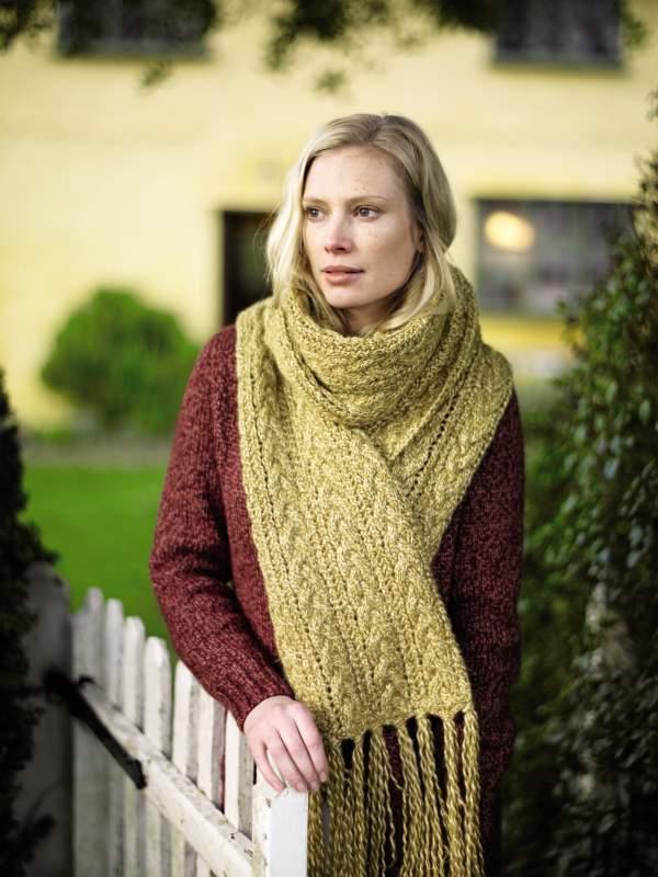 Длинный шарф с узором из кос золотистого цвета