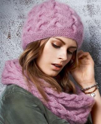 Вязаный комплект: Шапка и снуд спицами с плетеным узором