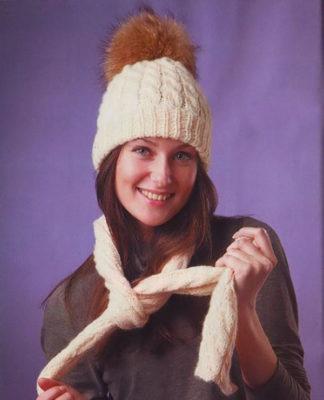 Шапка с косами и меховым помпоном и шарф спицами схема вязания с подробным описанием