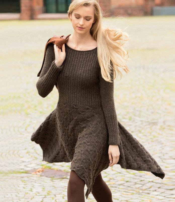 Приталенное платье спицами с расклешенной юбкой схема вязания спицами с подробным описанием