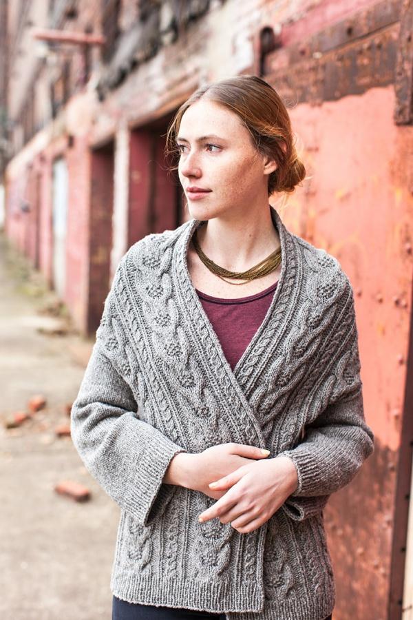 Короткий кардиган спицами Бруклин Твид схема вязания с подробным описанием для женщин