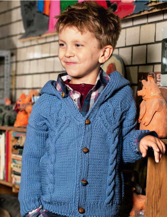 Детский жакет с капюшоном спицами с узором