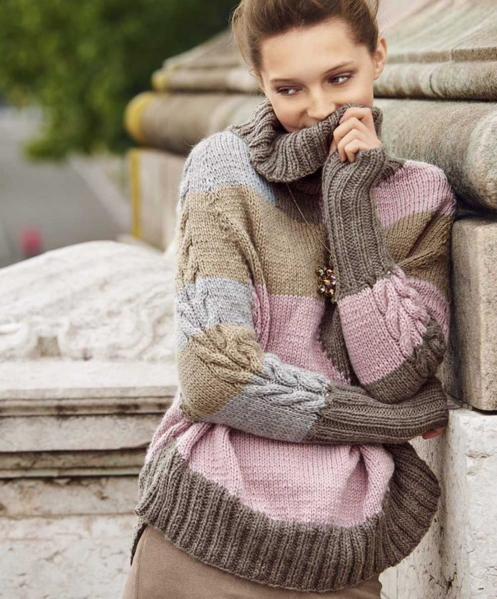 Женский свитер спицами в полоску с косами на рукавах схема вязания с подробным описанием