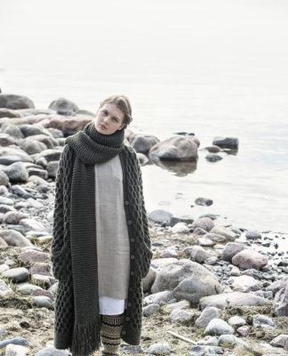 """Удлиненное пальто и шарф спицами с узором """"Соты"""" схема вязания с подробным описанием"""