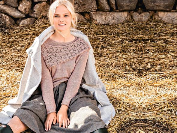 Женский пуловер с пришивным ажурным шарфом схема вязания
