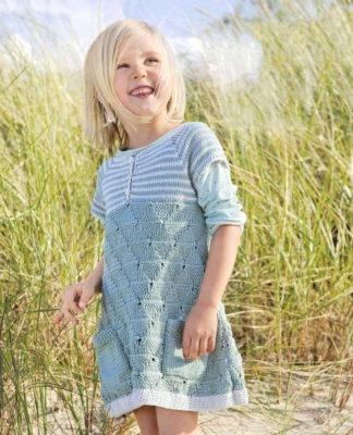 Детское платье спицами с сочетанием нескольких узоров