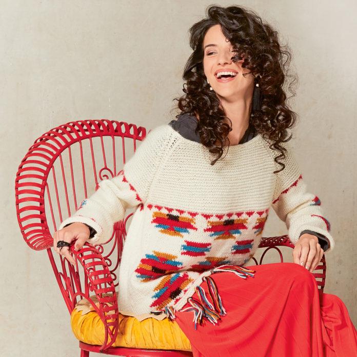 Джемпер в стиле оверсайз с жаккардовым узором в этностиле схема вязания с подробным описанием для женщин спицами беслпатно
