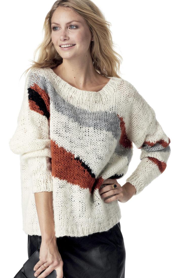 Пуловер с абстрактным узором спицами в технике интарсия схема вязания с подробным описанием