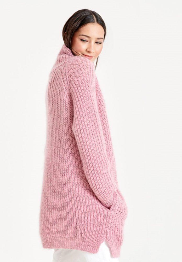 Удлиненный свитер спицами с рукавом реглан полупатентным узором схема вязания с подробным описанием для женщин спицами