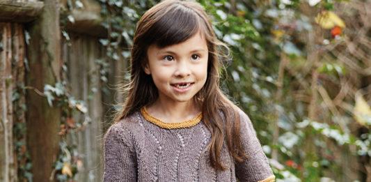 Платье для девочки с ажурным узором схема вязания с подробным описанием для девочки