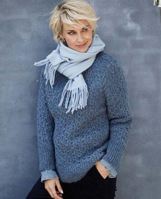Стильный пуловер спицами с рукавом реглан и узором Цепочка