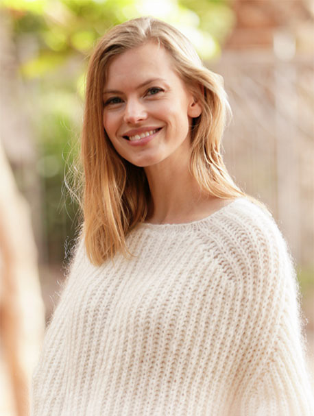 Воздушный пуловер спицами английской резинкой