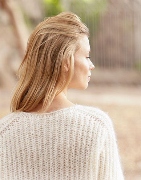 Модный свитер английской резинкой спицами