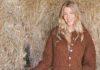Жакет спицами с сочетанием ажурного узора и кос